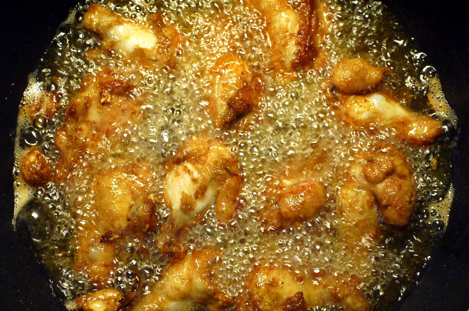 frying-chicken-cooking-with-oil